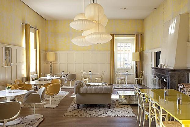 Bar im Gelben Salon