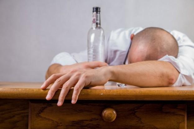 Alkohol: Sorgt nicht nur für einen Kater