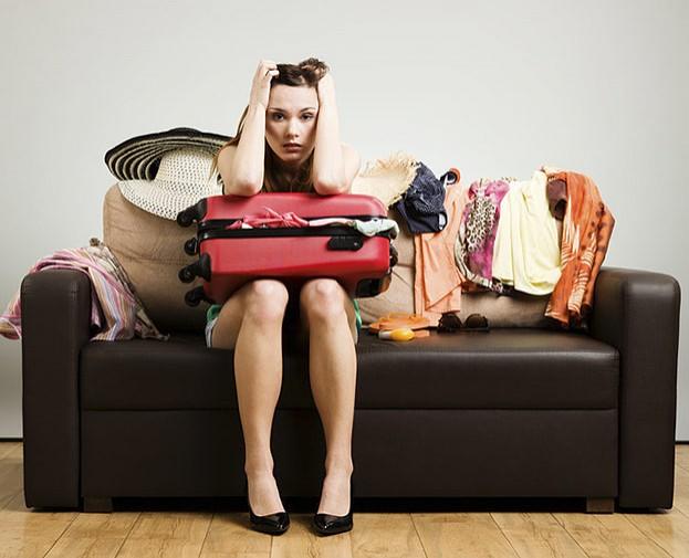Beim Kofferpacken sollte nicht nur die richtige Kleidung im Gepäck landen. Auch für eine Reiseapotheke sollte noch Platz sein.
