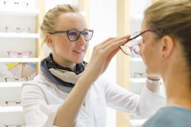 Der Augenoptiker ist der Spezialist für gutes Sehen und gutes Aussehen.