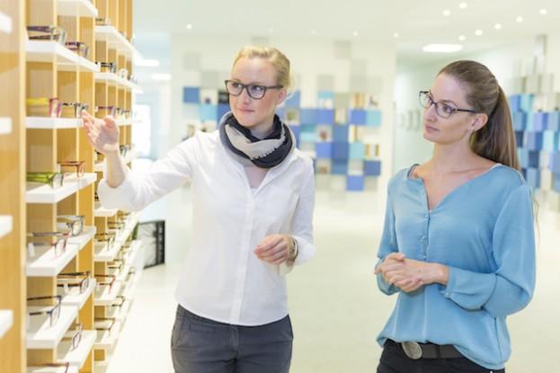 Ob Brille oder Kontaktlinsen: Der Augenoptiker bietet Beratung, Qualität und Service aus einer Hand.