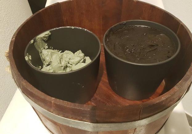 Kreise und Moorschlamm für das Rhassoul-Bad