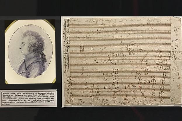 Wolfgang Amadeus Mozart und Skizzenblatt mit Berechnungen zu Taktzahlen.