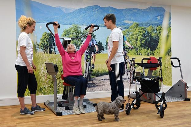 Genaue Trainingsanleitung für teilnehmende Seniorin