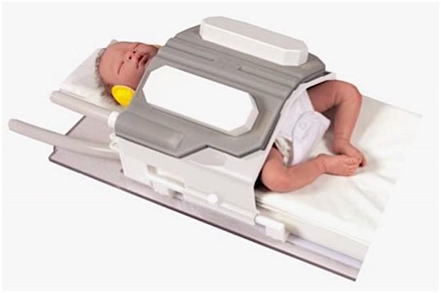 MR Diagnostik Inkubator Systems nomag® IC ADVANCED mit Baby vor dem MRT