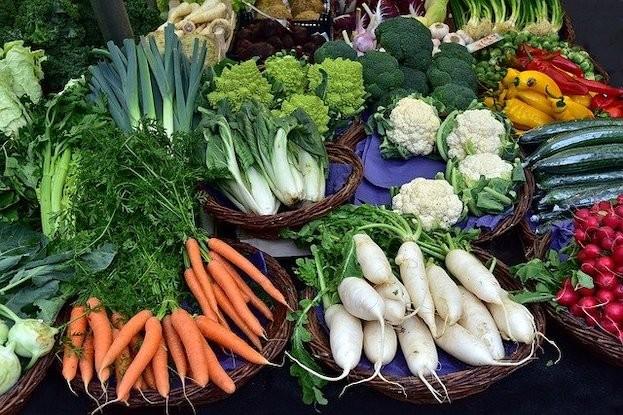 Brokkoli, Rosenkohl und Kohl zählen zu den grünen Gemüsen aus der Gattung der Kreuzblütler