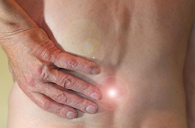 Bei vielen Beschwerdebildern, beispielsweise bei Rückenschmerzen, liegen die Ursachen oft in blockierten Gelenken. Mit gezielten Handgriffen behebt der Chiropraktiker die Blockaden. Im besten Fall verschwinden die Schmerzen nach der Behandlung.