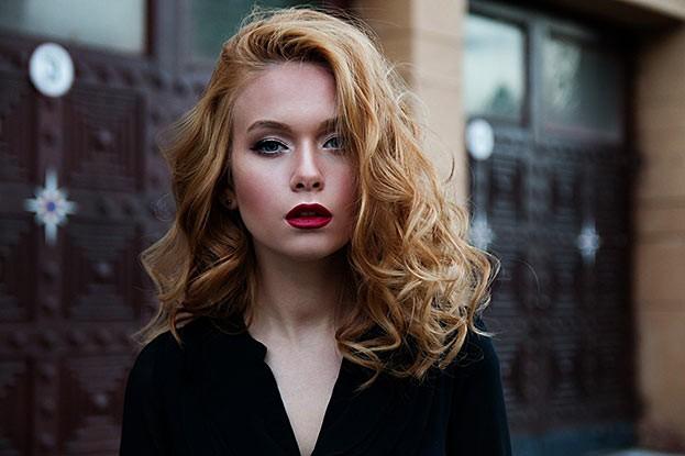 Volle Haar bedeutet für Frauen Gesundheit und Attraktivität.