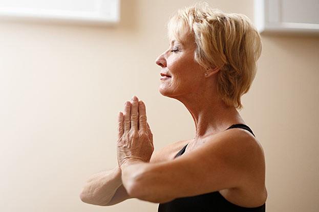 Entspannungsübungen dienen der Stressreduktion.