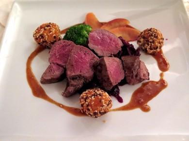 Wildfleisch sollte ganz durchgebraten werden - halbroh oder rosa kann gesundheitsschädlich sein!