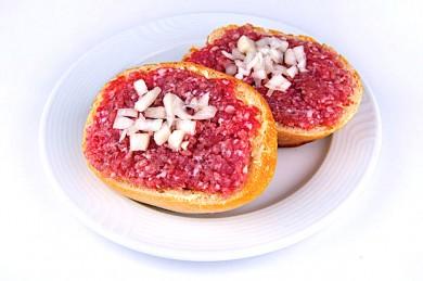 Immer wieder kommt es zu Lebensmittelvergiftungen durch Salmonellen. Rohes Fleisch ist eine häufige Infektionsquelle. - ©Fraunhofer IZI-BB