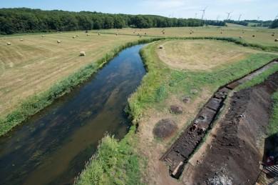 Tollense, rechts sieht man die Ausgrabungen - ©Stefan Sauer/Tollensetal-Projekt, Uni Mainz