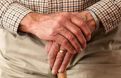 Mit einigen Alltagshilfen können Senioren ein glückliches und selbstbestimmtes Leben führen.  - ©Stevepb / Pixabay.com