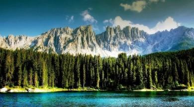 Blick vom Karersee auf den Latemar in den Dolomiten - ©Pixabay_kordi_vahle