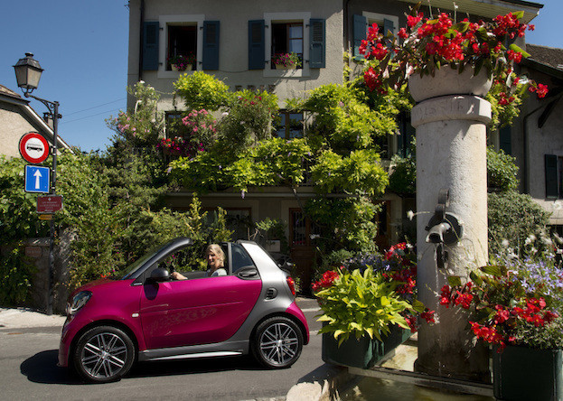 smart fortwo cabrio electric drive; tailormade berry red