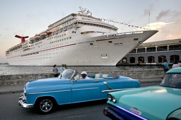 Carnival Sunshine im Hafen von Havanna