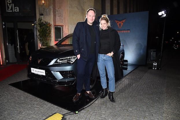Cupra mit den  Schauspielern Martin Stange und Merle Collet
