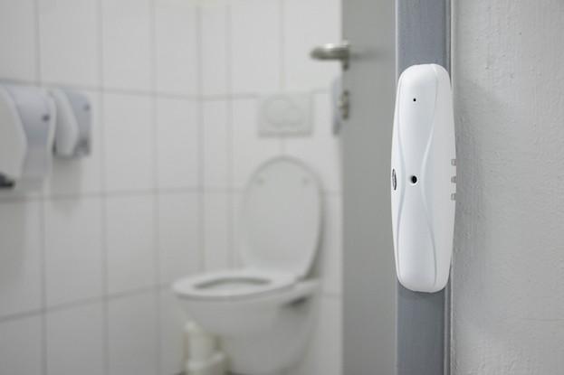 Perfekte WC-Hygiene: Lichtschranken ermitteln Zutrittszahlen, Hygienespender informieren über Abgaben und Füllstände