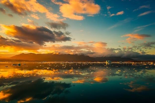 Sonnenuntergang auf der Vulkaninsel Island