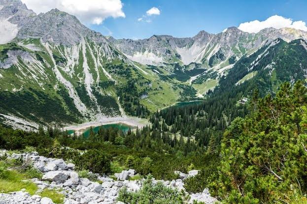 Zu Fuß, mit Bahn oder Bus: Die Zugspitz Region lässt sich auch ohne Auto erkunden