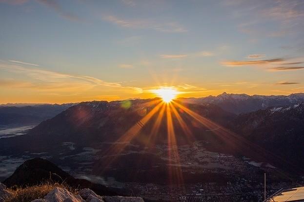 Aurora - Morgenröte über den Bergen