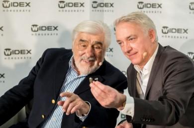Mario Adorf und Christoph M. Ohrt - ©Widex Hörgeräte GmbH