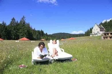 Traumhafte Wiese zum Entspannen im DAS KRANZBACH - ©Das Kranzbach