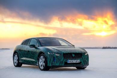 Tests zur Wintertauglichkeit führen viele Auto-Hersteller am Polarkreis durch - ©Jaguar Land Rover