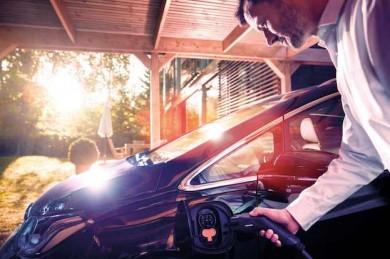 Wallbox versorgt das E-Auto sicher und schnell mit neuer Energie - ©Webasto
