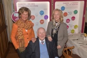 Prof. Dr. Hellmut Mehnert mit Prof. P.M. Schumm-Dräger und Andrea Klimke-Hübner von Sanofi