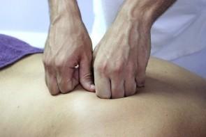 Heilende Hände bei Osteopathie - ©Pixabay_jarmon_88